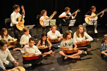 L'orchestre de guitares en spectacle