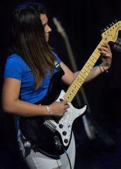Elève de guitare électrique en spectacle