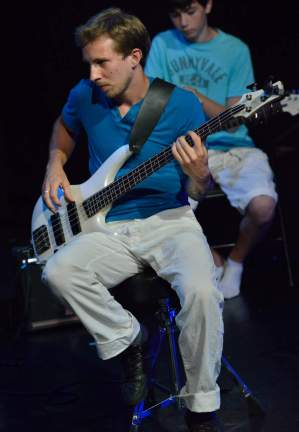 Bassiste en spectacle