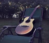 Guitare sur un transat